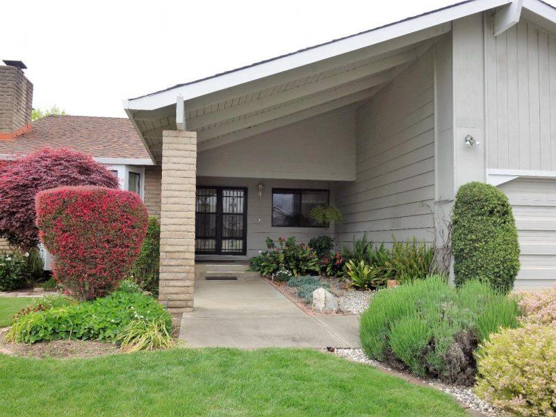 8801 Oakmont Drive