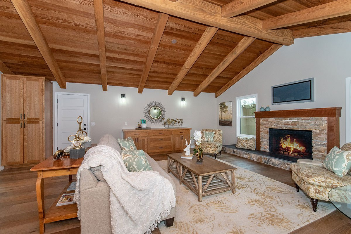 Great Room with cathedral ceilings, fireplace