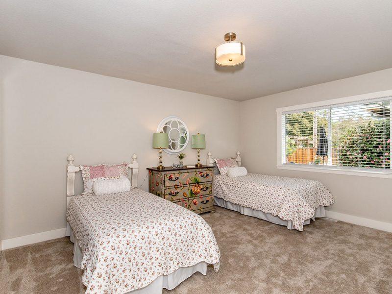 2232-hillside-drive-bedroom3