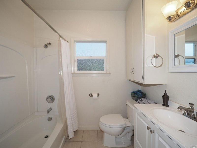876 Sonoma Ave Bathroom