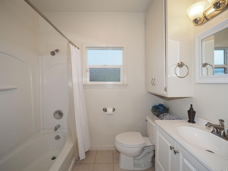 876 Sonoma Ave Bathroom