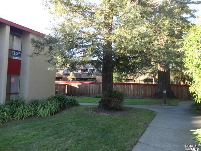 47 Redwood Court 1