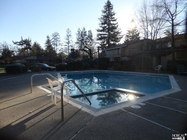 47 Redwood Court 3